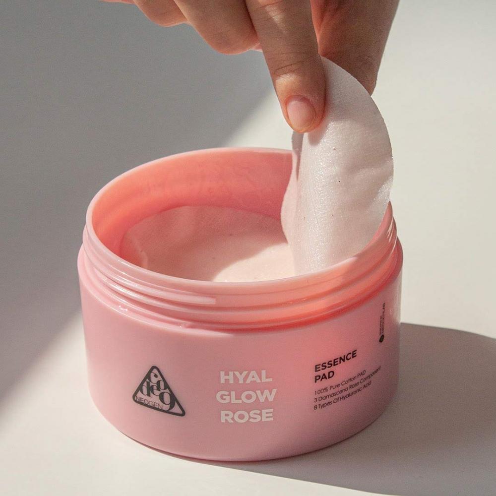 Органические очищающие пэды с дамасской розой Neogen CODE9 HYAL GLOW ROSE ESSENCE PAD 4.56 oz / 135ml (70 PADS) 1 - Фото 2