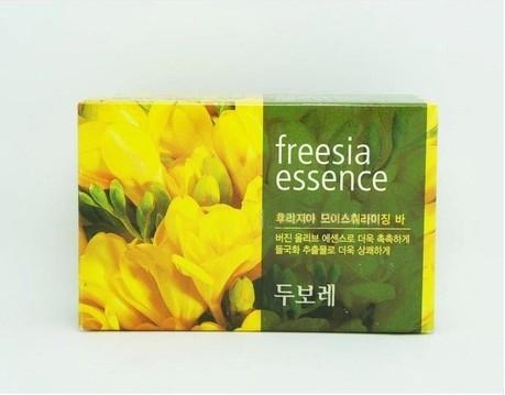 Твердое мыло, антибактериальное, с экстрактом фрезии  Amore Pacific Freesia Essence Soap 100g 0 - Фото 1
