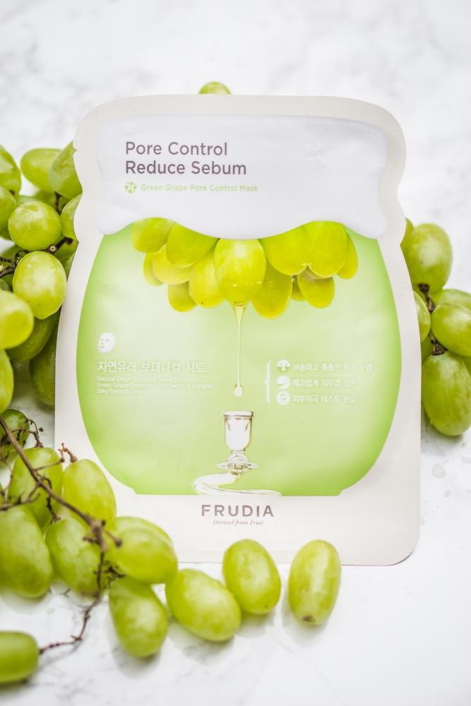 Себорегулирующая тканевая маска с экстрактом зеленого винограда Frudia Green Grape Pore Control  Mask  0 - Фото 1