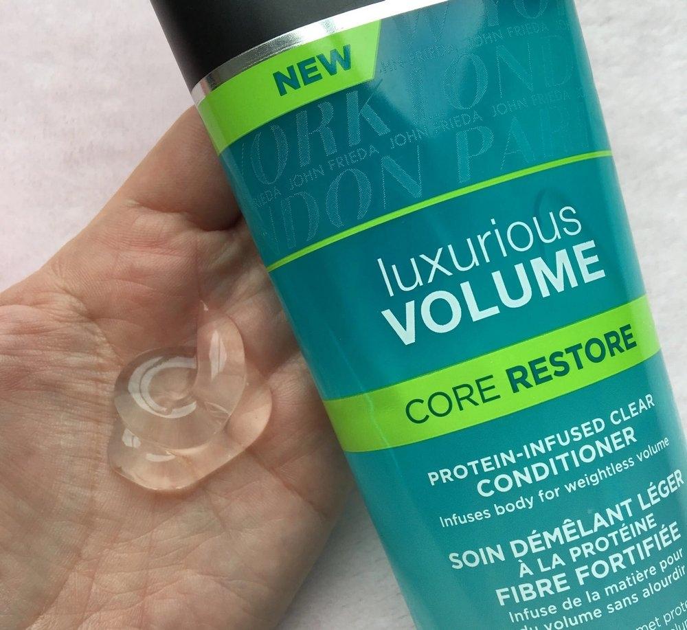 Кондиционер для тонких волос прозрачный с протеином «Екстра объем» John Frieda Luxurious Volume Core Restore Protein-Infused Clear Conditioner 250ml 2 - Фото 2