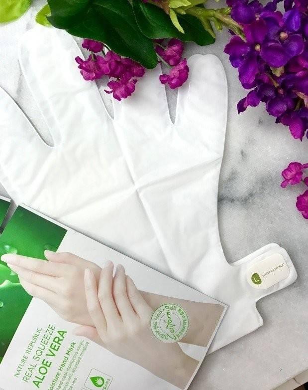 Увлажняющая маска-перчатки с экстрактом алоэ вера Nature Republic Real Squeeze Aloevera Moisture Hand Mask 14g 1 - Фото 2